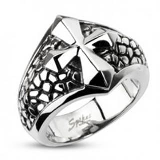 Mohutnejší oceľový prsteň - kríž na podklade so vzorom prasklín - Veľkosť: 60 mm