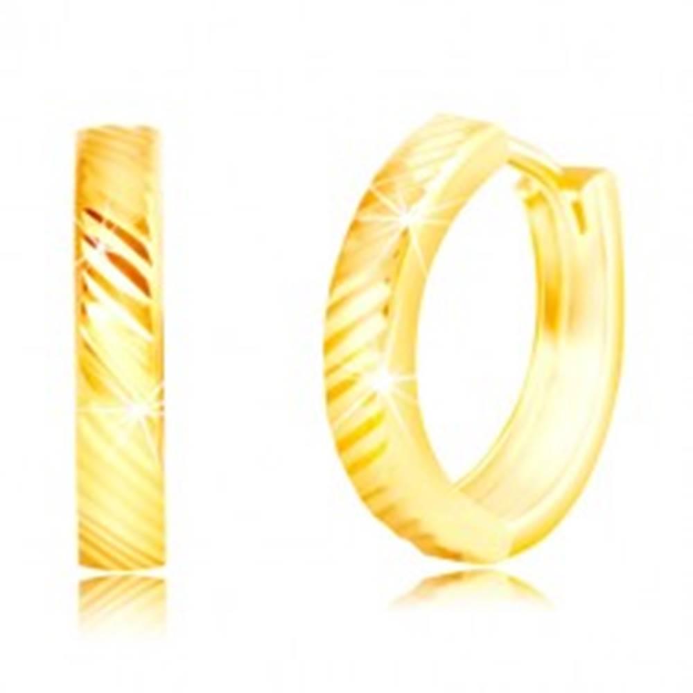 Šperky eshop Náušnice v žltom 14K zlate - úzke lesklé krúžky s diagonálnymi líniami