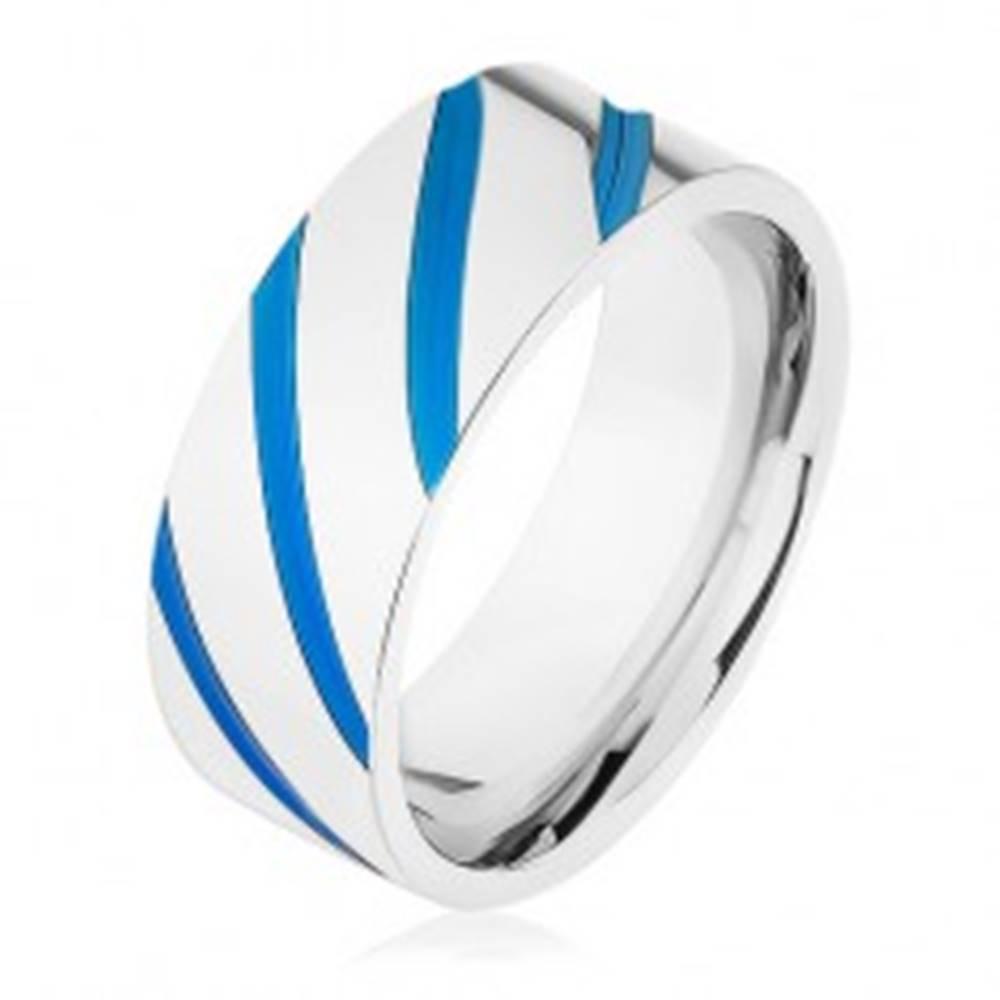 Šperky eshop Oceľová obrúčka striebornej farby, diagonálne pásy, modrá glazúra - Veľkosť: 57 mm
