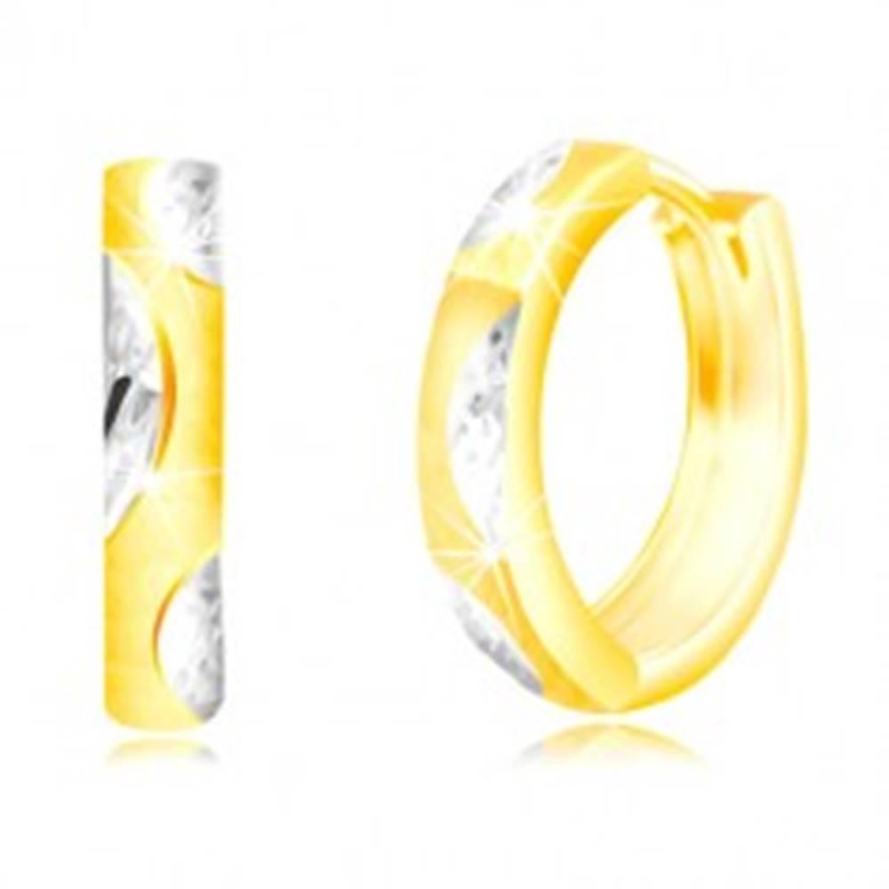 Šperky eshop Okrúhle náušnice v zlate 585 - úzky matný kruh, lístočky z bieleho zlata
