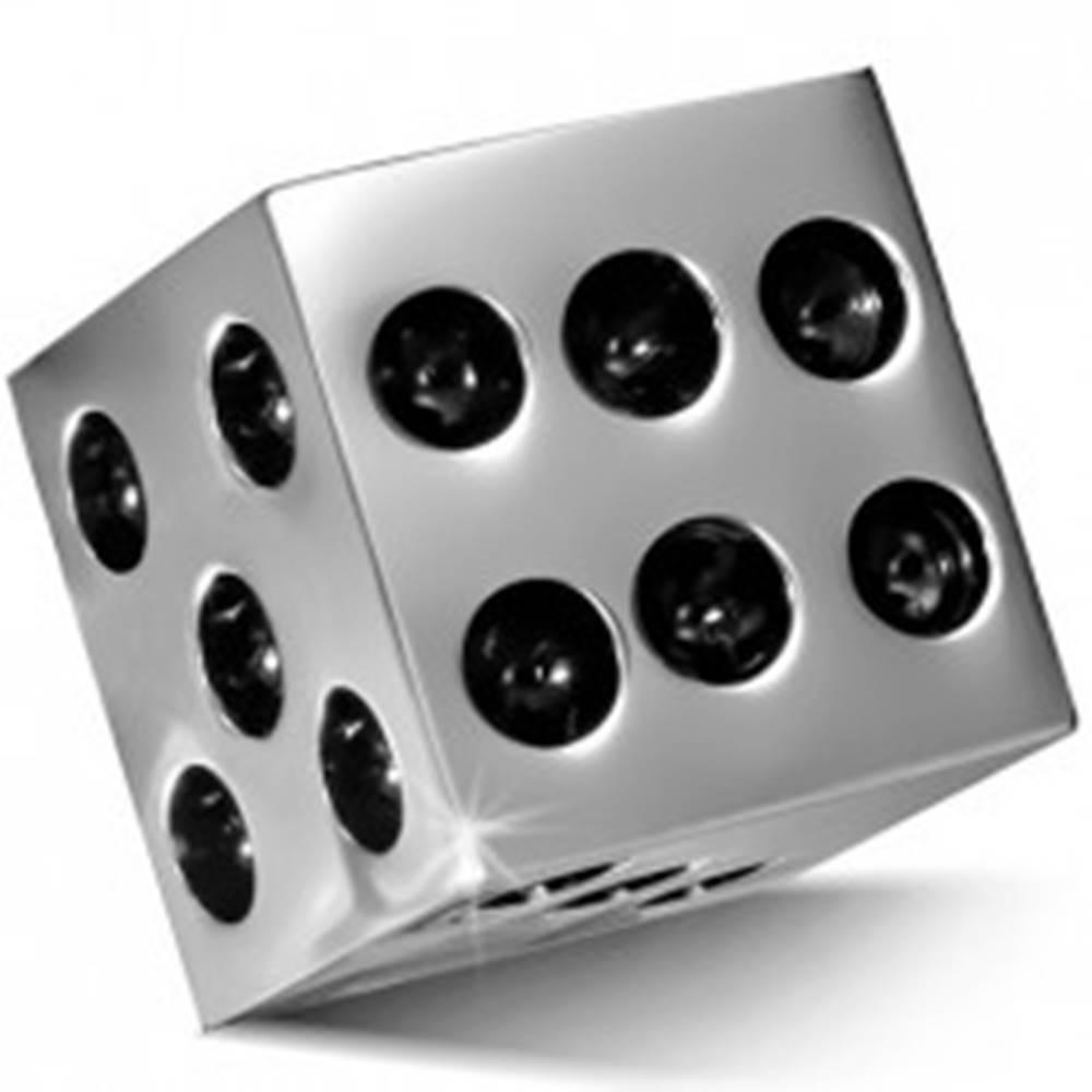 Šperky eshop Prívesok z chirurgickej ocele - lesklá kocka striebornej farby, čierne bodky
