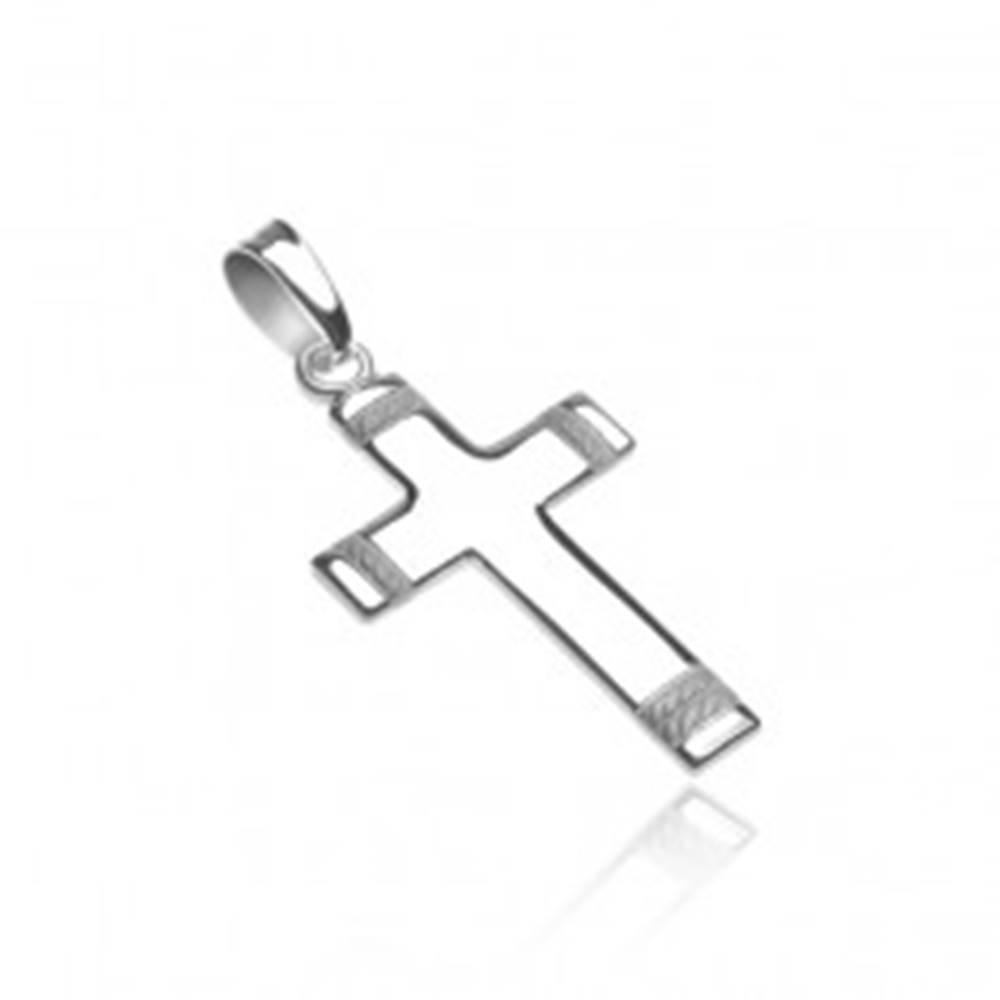 Šperky eshop Prívesok zo striebra 925 - kríž s gravírovaným matným lankom na koncoch