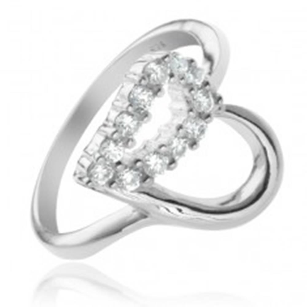 Šperky eshop Strieborný prsteň 925 - kontúra srdca, číra zirkónová polovica - Veľkosť: 49 mm