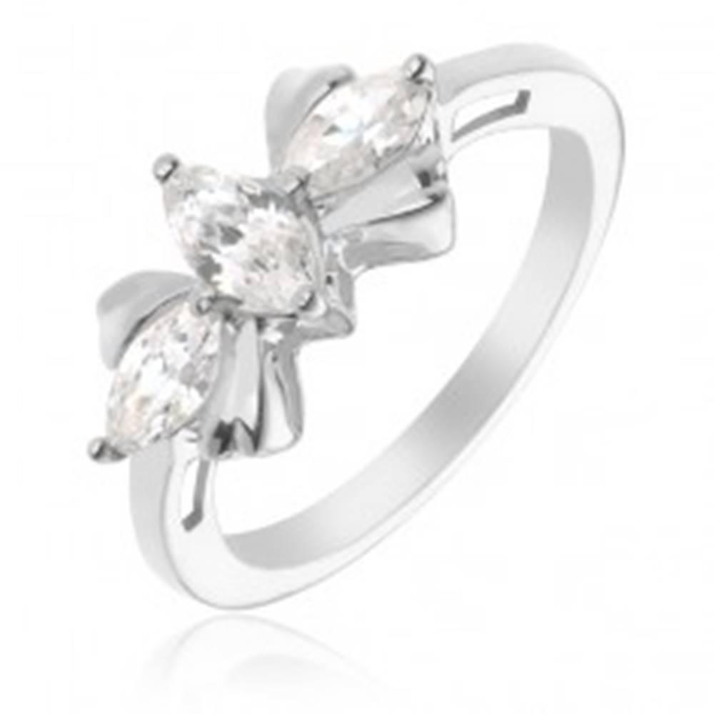 Šperky eshop Strieborný prsteň 925 - mašľa s tromi čírymi kameňmi - Veľkosť: 50 mm