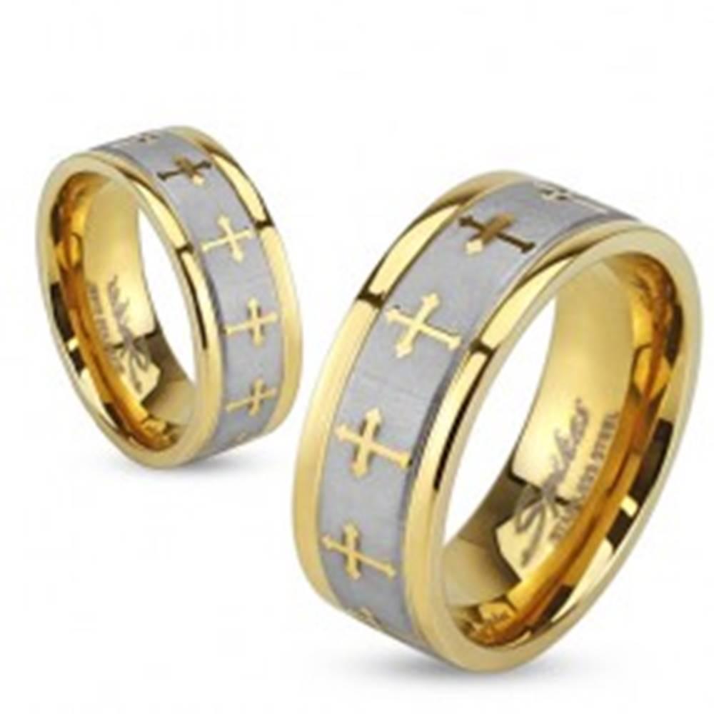 Šperky eshop Oceľová obrúčka v zlatej a striebornej farbe, matný pás, krížiky, 6 mm - Veľkosť: 49 mm