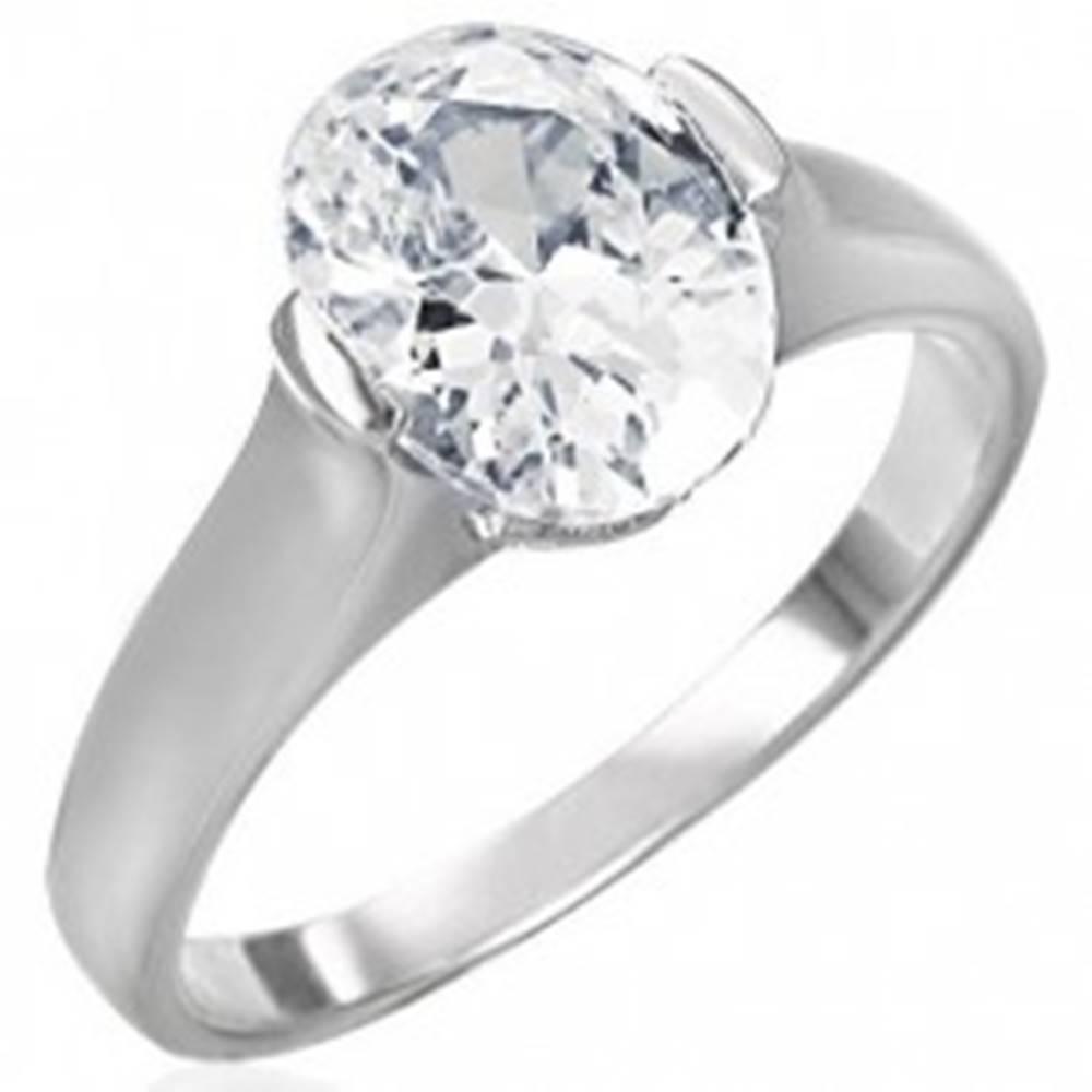 Šperky eshop Snubný prsteň s čírym veľkým oválnym zirkónom - Veľkosť: 49 mm
