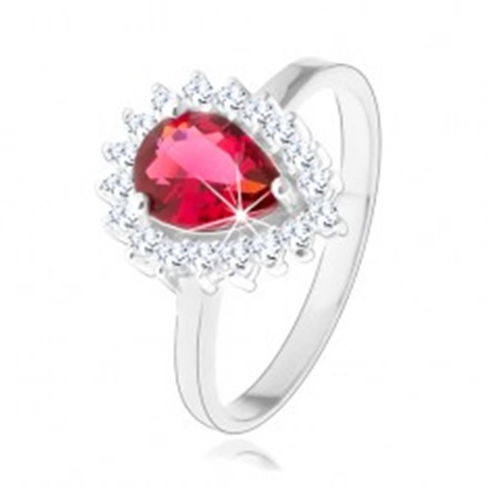Šperky eshop Strieborný 925 prsteň, červená zirkónová slza, číry trblietavý lem - Veľkosť: 48 mm