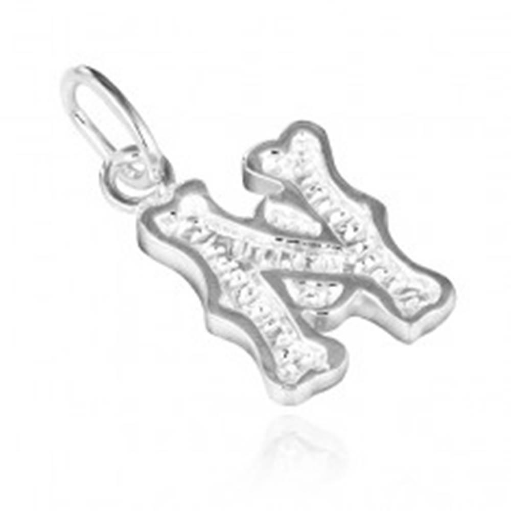 Šperky eshop Strieborný prívesok 925 - písmeno N s dekoráciou