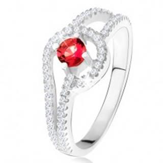 Prsteň s červeným okrúhlym kameňom, drobné číre zirkóny, striebro 925 - Veľkosť: 49 mm