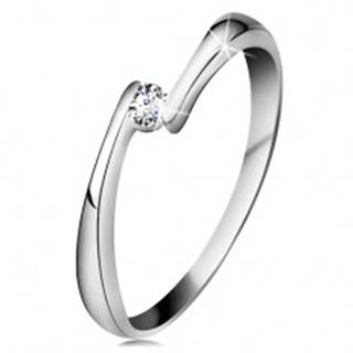 Prsteň z bieleho 14K zlata - číry diamant medzi zúženými koncami ramien - Veľkosť: 49 mm