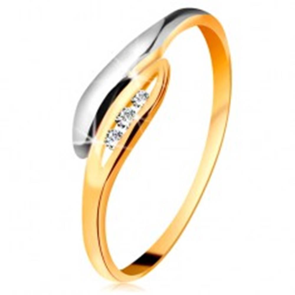 Šperky eshop Zlatý diamantový prsteň 585 - dvojfarebné zahnuté lístočky, tri číre brilianty - Veľkosť: 49 mm