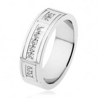 Oceľový prsteň striebornej farby, ozdobné zárezy, tri línie čírych zirkónov - Veľkosť: 53 mm