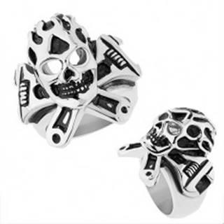 Oceľový prsteň striebornej farby, vypuklá patinovaná lebka, francúzsky kľúč - Veľkosť: 56 mm