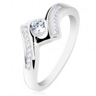 Strieborný prsteň 925, širšie zatočené ramená, lesklý štvorec, číre zirkóniky - Veľkosť: 50 mm