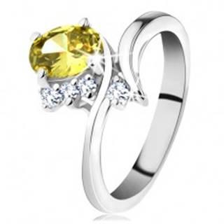 Trblietavý prsteň v striebornom odtieni, oválny zirkón v žltej farbe - Veľkosť: 49 mm
