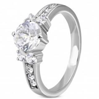Zásnubný prsteň z ocele 316L - jeden veľký zirkón v strede, menšie po stranách - Veľkosť: 49 mm