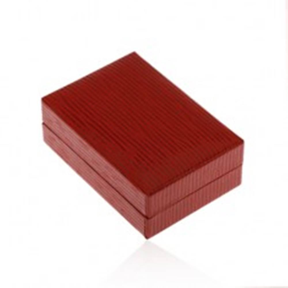 Šperky eshop Krabička na náušnice v tmavočervenej farbe, koženkový povrch so zárezmi