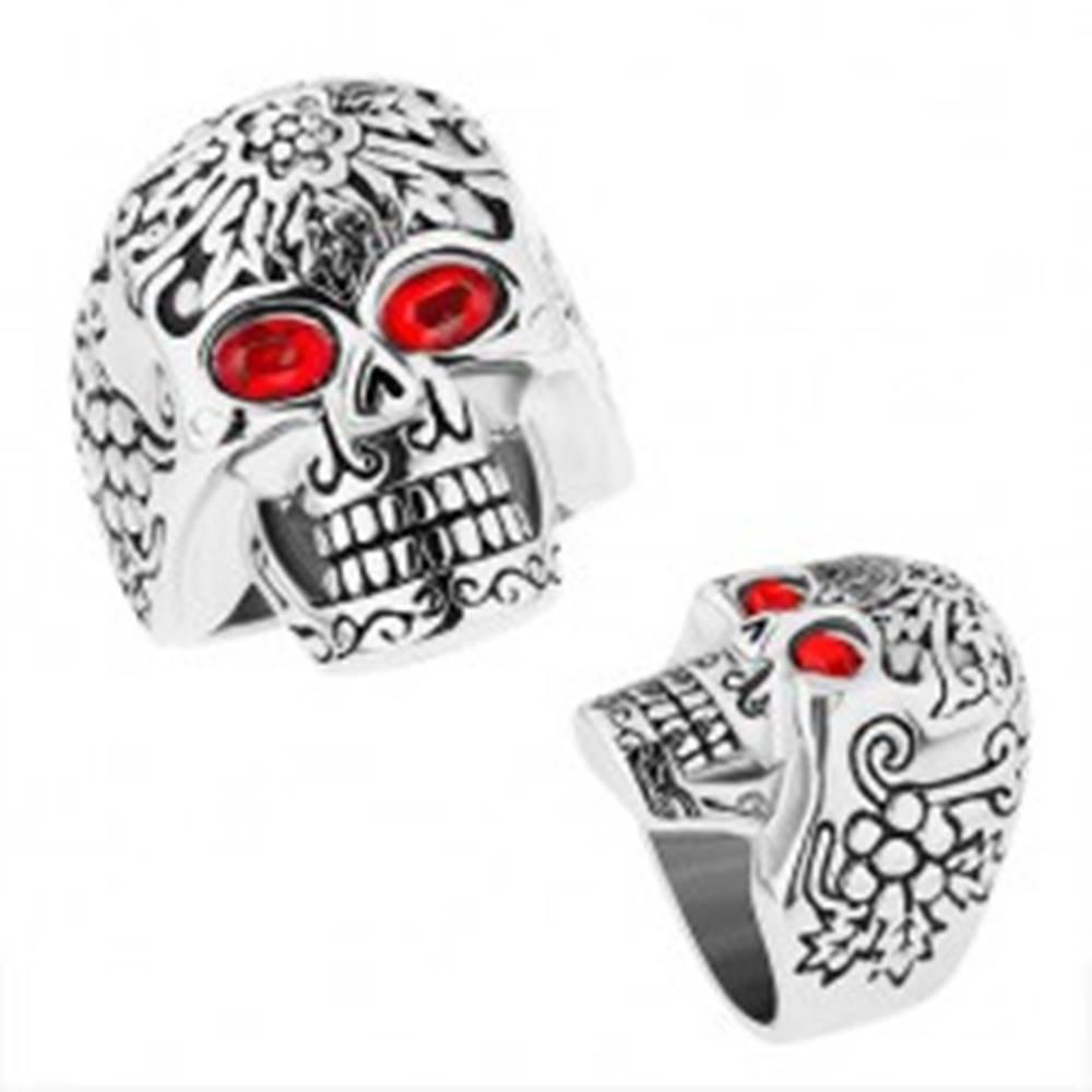 Šperky eshop Masívny oceľový prsteň, patinovaná lebka s červenými očami - Veľkosť: 59 mm