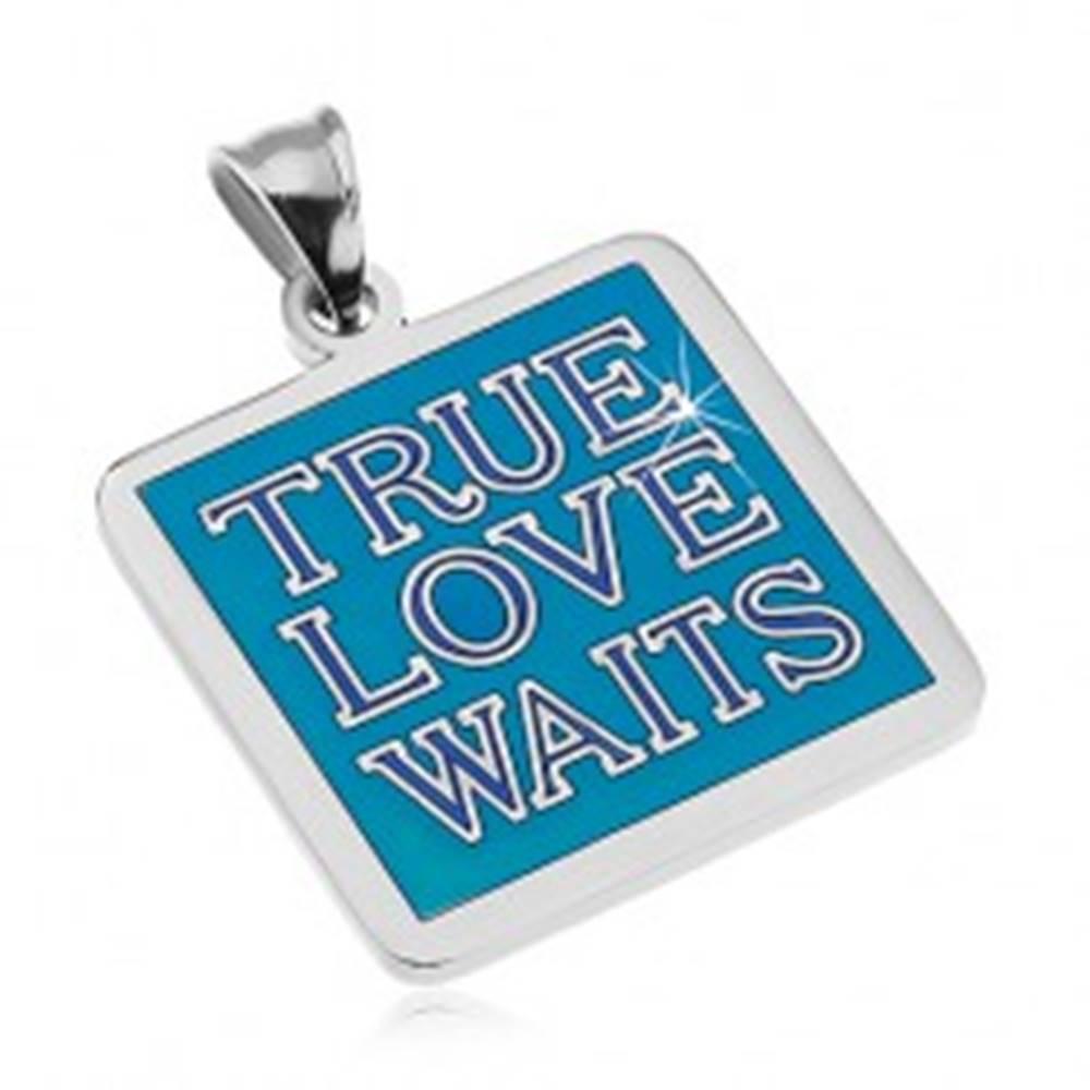 Šperky eshop Oceľový prívesok striebornej farby, nápis TRUE LOVE WAITS, modrá glazúra