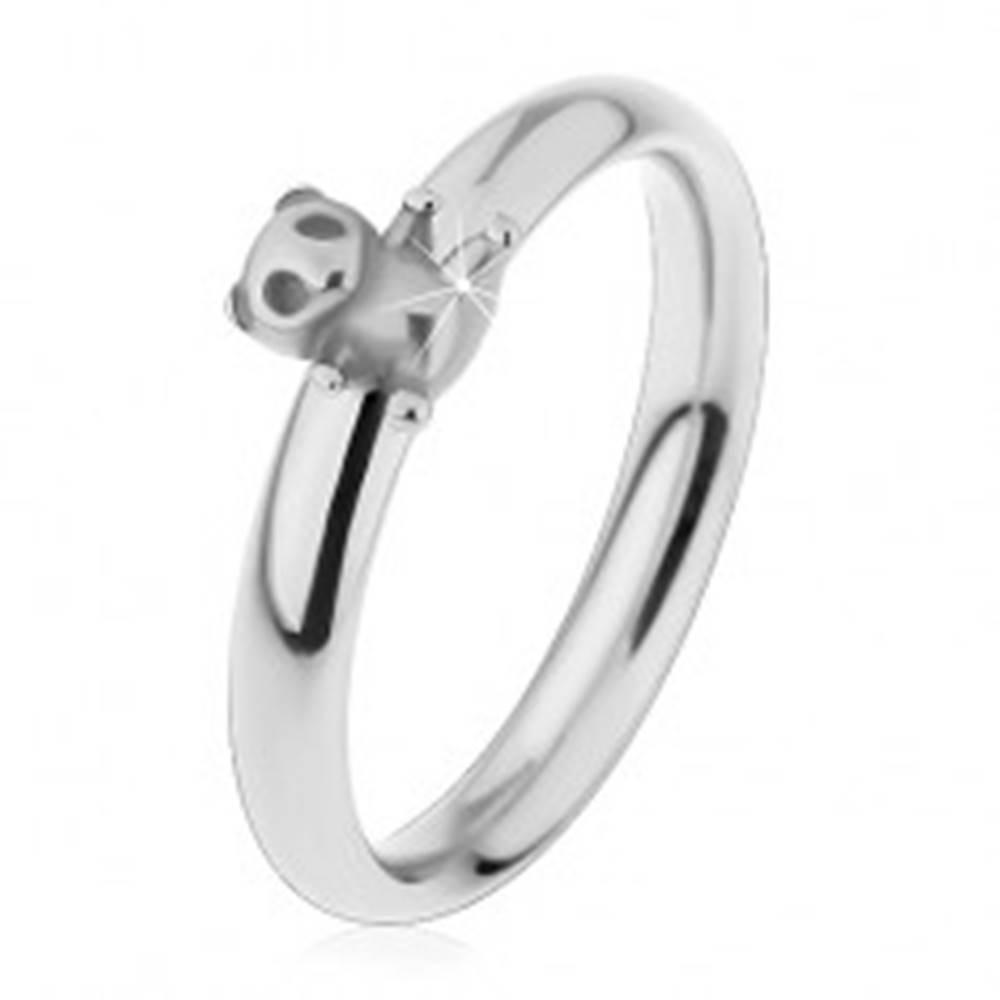 Šperky eshop Oceľový prsteň pre deti, strieborný odtieň, malý macko, jemne vypuklé ramená - Veľkosť: 44 mm