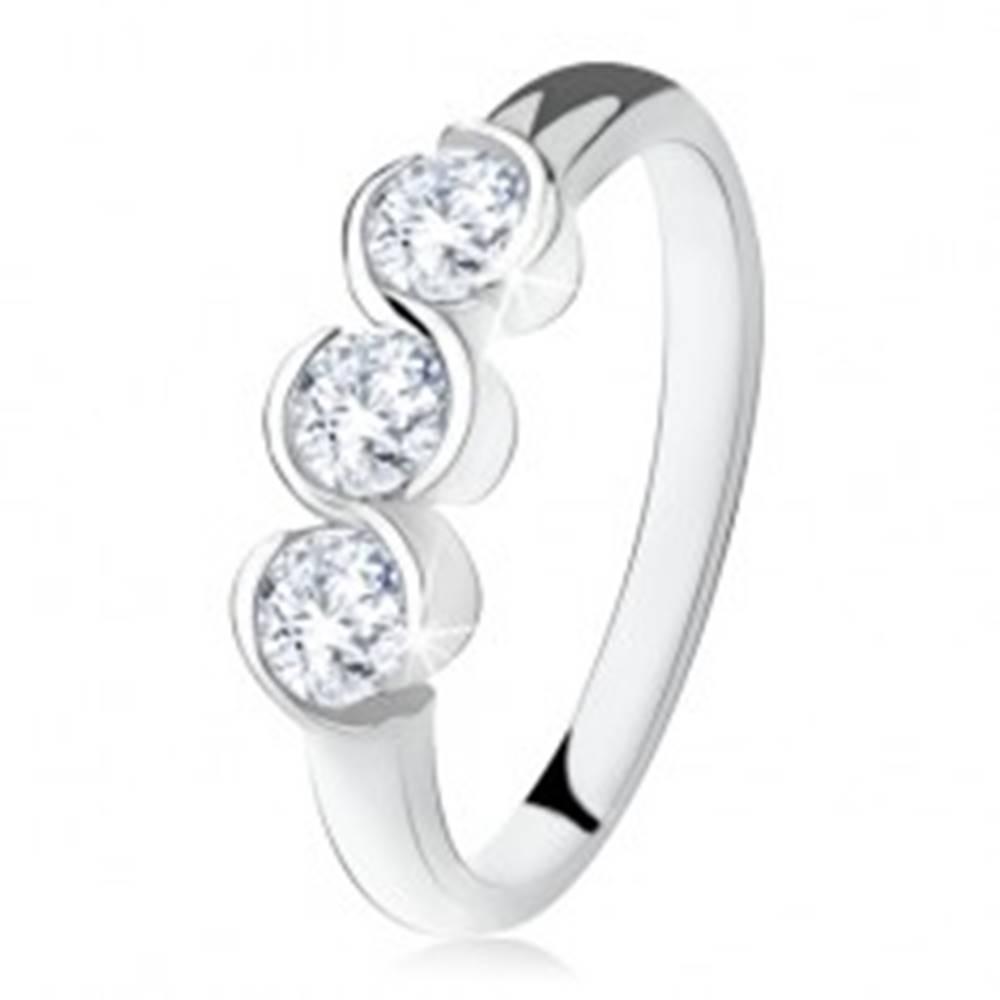 Šperky eshop Prsteň s troma čírymi kamienkami, zatočené línie, striebro 925 - Veľkosť: 49 mm