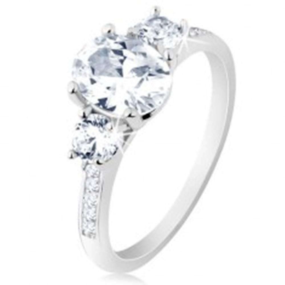 Šperky eshop Prsteň zo striebra 925, úzke lesklé ramená, trblietavé číre zirkóny - Veľkosť: 49 mm
