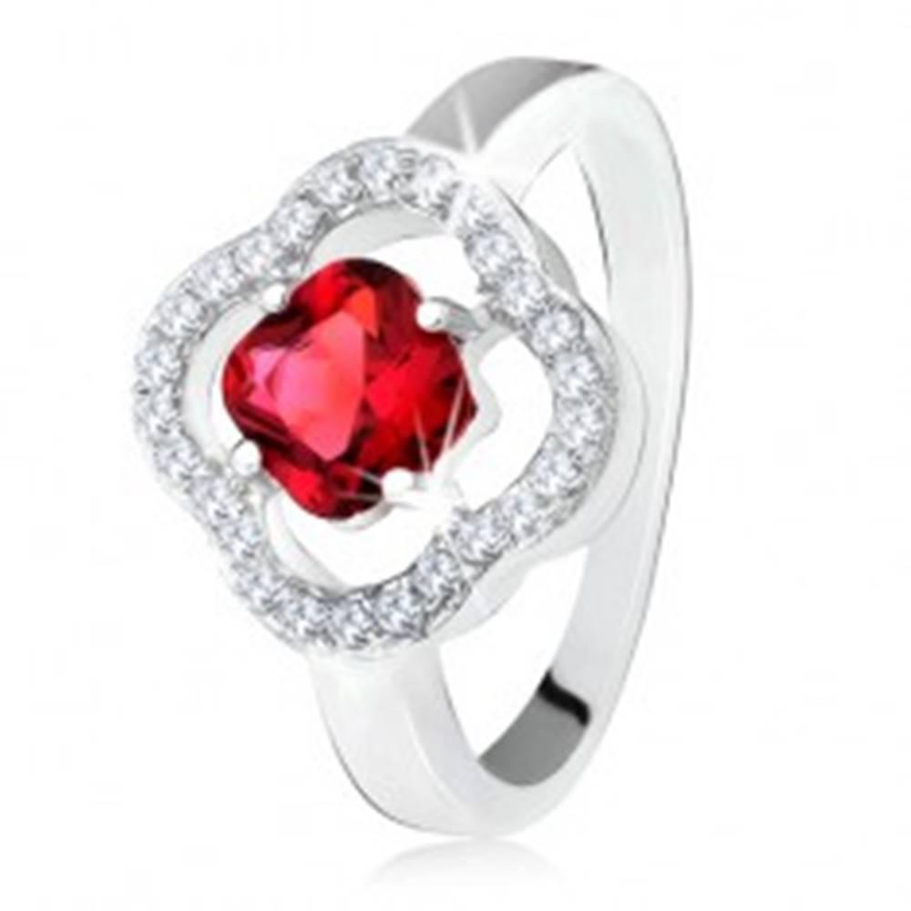 Šperky eshop Strieborný prsteň 925, brúsený červený kameň, číre zirkóny, kvet - Veľkosť: 50 mm