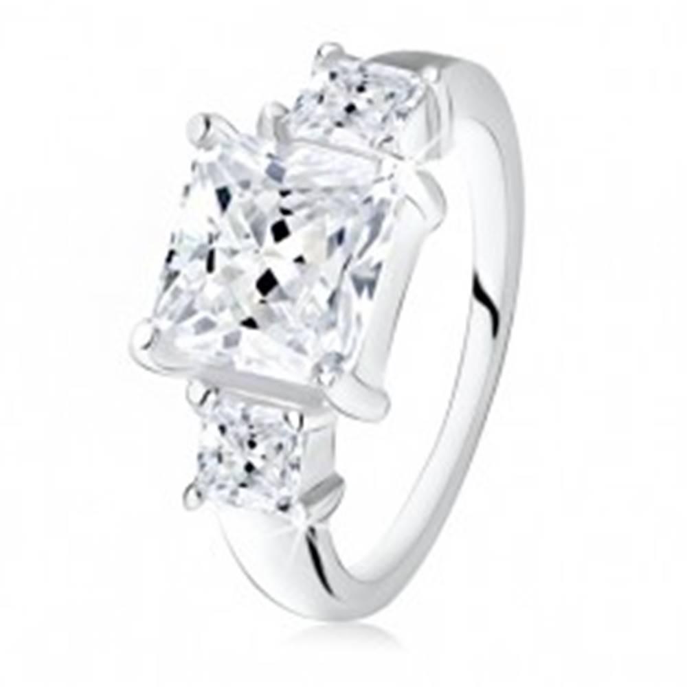 Šperky eshop Zásnubný prsteň, veľký štvorcový zirkón, dva menšie po bokoch, striebro 925 - Veľkosť: 48 mm