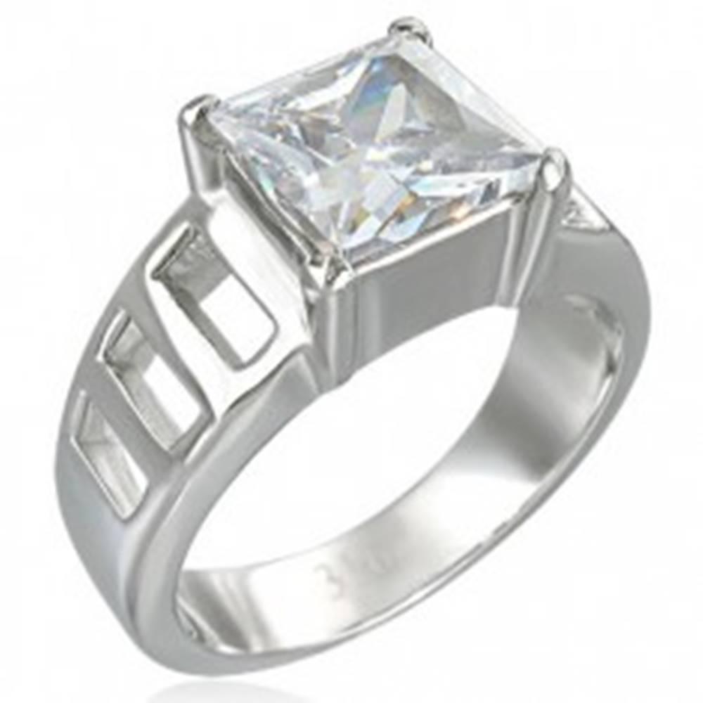 Šperky eshop Zásnubný prsteň z veľkým štvorcovým zirkónom a šiestimi otvormi - Veľkosť: 51 mm