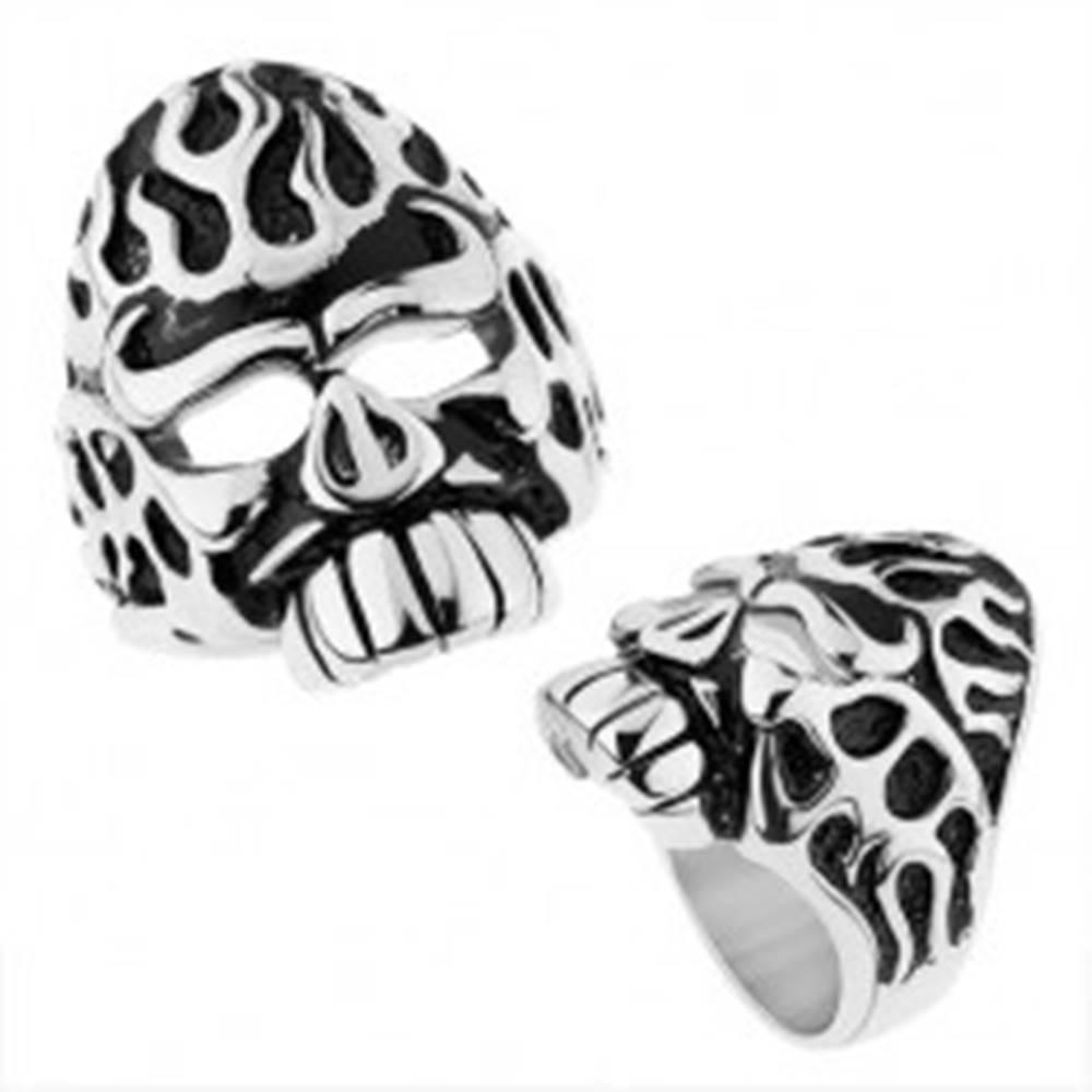 Šperky eshop Mohutný prsteň z ocele 316L, strieborná farba, lebka s patinovanými zárezmi - Veľkosť: 57 mm