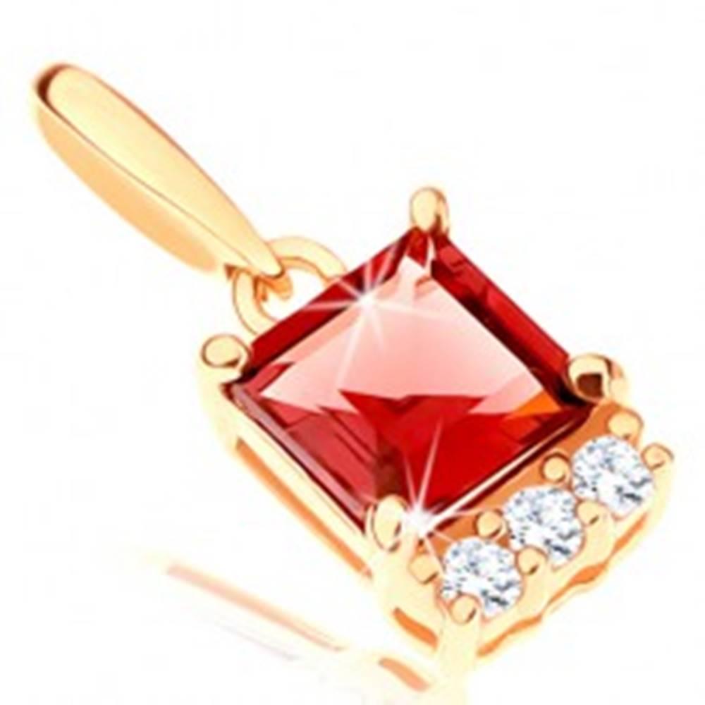 Šperky eshop Prívesok v žltom 14K zlate - štvorcový červený granát, línia čírych zirkónikov