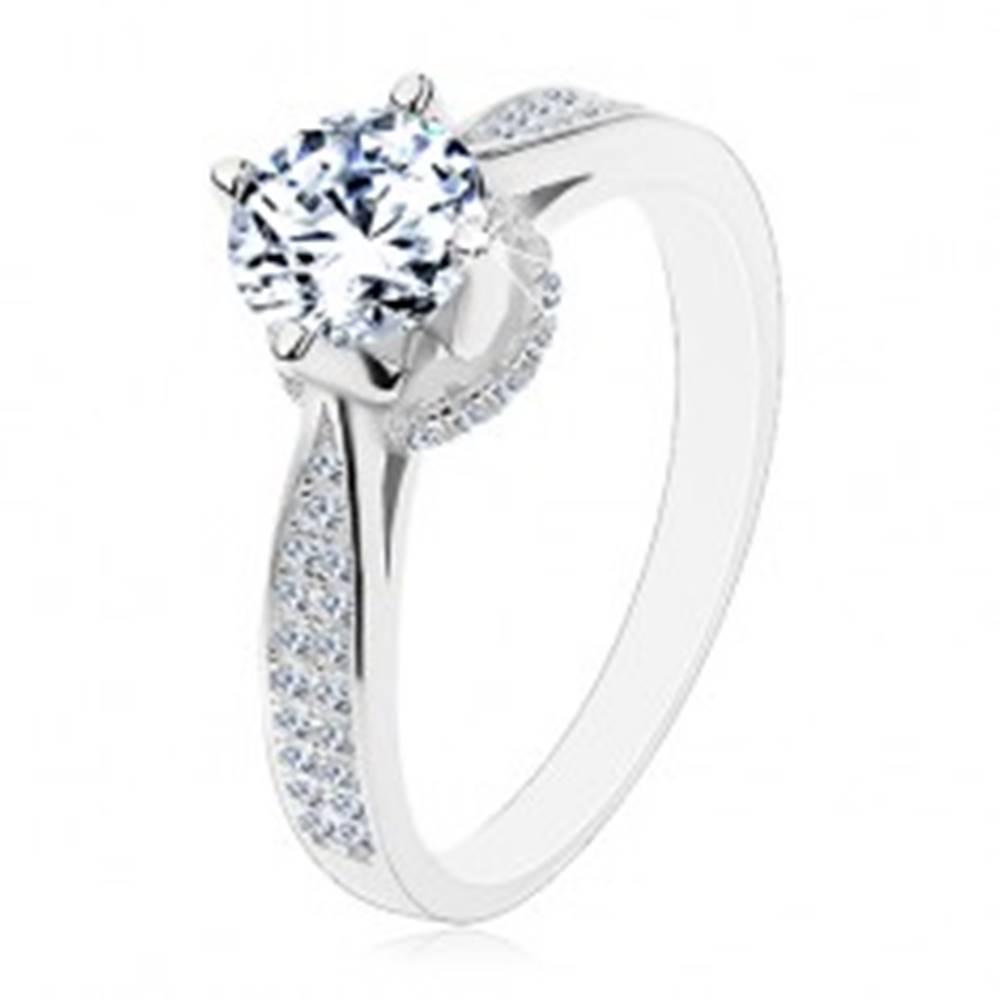 Šperky eshop Strieborný 925 prsteň, ligotavý okrúhly zirkón, zdobený kotlík a ramená - Veľkosť: 48 mm