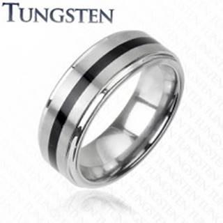 Wolfrámový prsteň striebornej farby - čierny stredový pás - Veľkosť: 49 mm