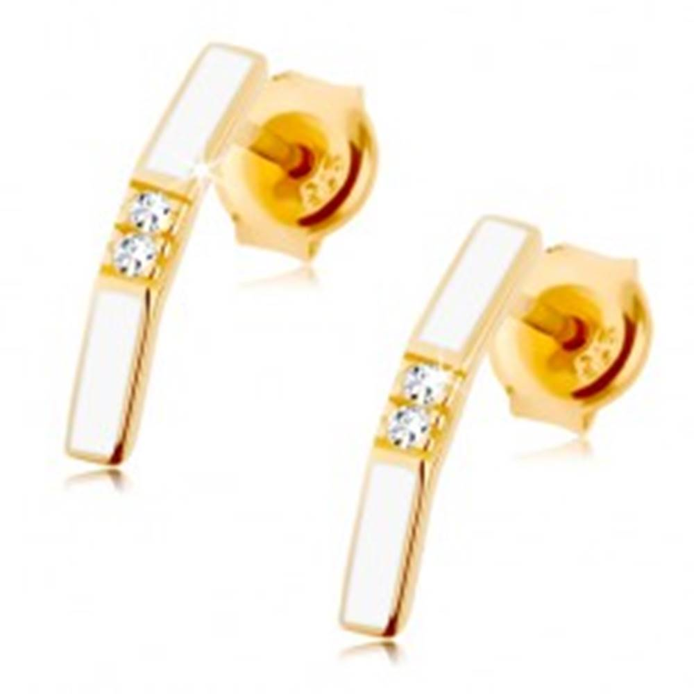 Šperky eshop Náušnice v žltom 9K zlate - biely zalomený pásik, dva číre zirkóniky v strede