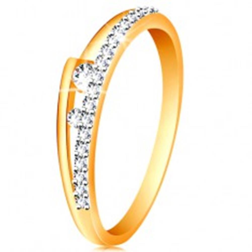 Šperky eshop Prsteň v 14K zlate - rozdvojené ramená, trblietavá línia, dva číre zirkóniky - Veľkosť: 49 mm