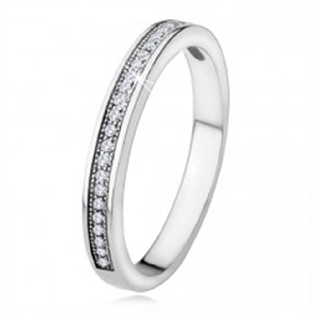 Šperky eshop Strieborná obrúčka 925, úzke ramená, vodorovná línia čírych kamienkov - Veľkosť: 49 mm