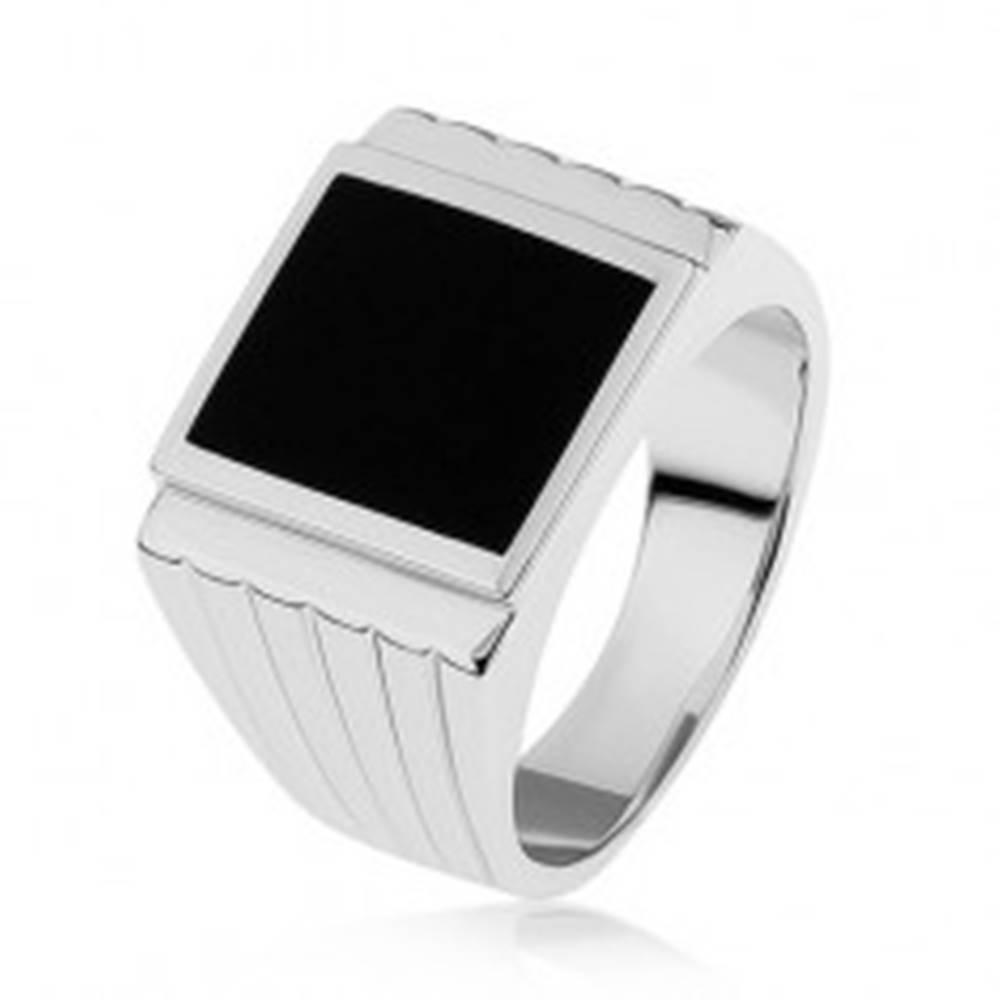 Šperky eshop Strieborný 925 prsteň, čierny obdĺžnik, ryhy na ramenách - Veľkosť: 54 mm