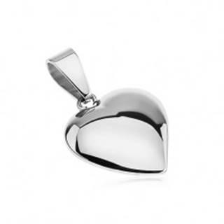 Lesklý prívesok z ocele, mierne vypuklé, asymetrické srdce striebornej farby