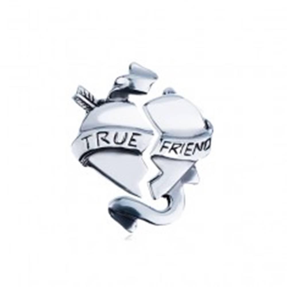 """Šperky eshop Dvojitý strieborný prívesok 925 - zlomené srdce so stuhou """"TRUE FRIEND"""""""
