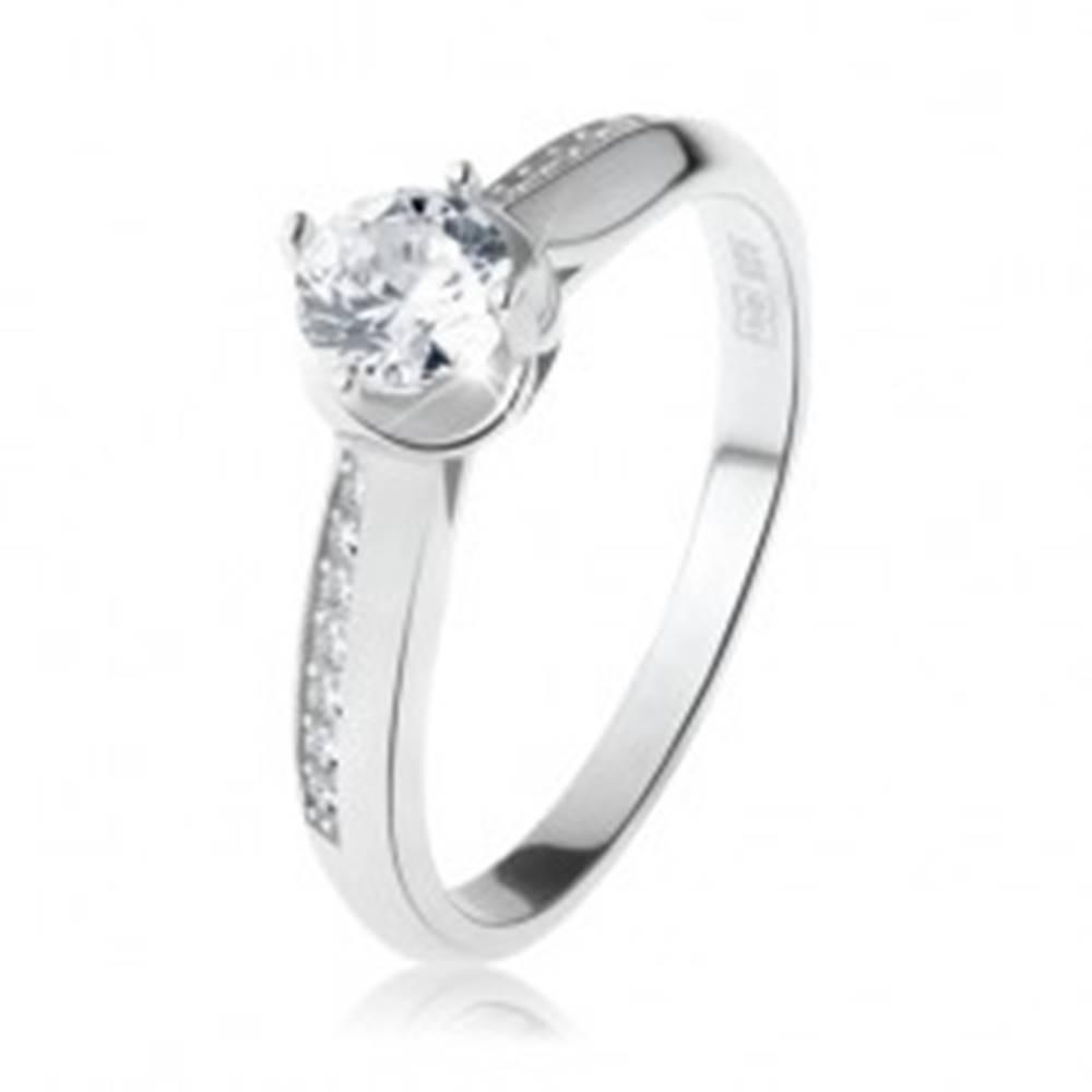Šperky eshop Zásnubný prsteň, striebro 925, oblé zdobené ramená, číry okrúhly zirkón - Veľkosť: 49 mm
