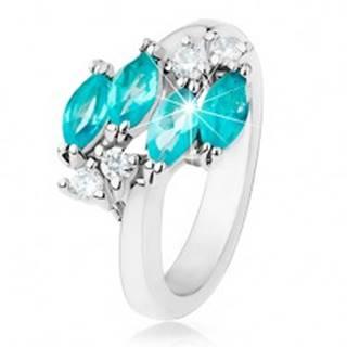 Lesklý prsteň striebornej farby, modré zirkónové zrnká, číre zirkóniky - Veľkosť: 49 mm