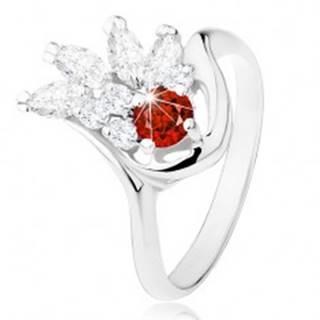 Ligotavý prsteň striebornej farby, červený zirkón, číry zirkónový vejár - Veľkosť: 49 mm