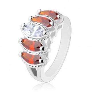 Prsteň s rozdelenými ramenami, oranžové a číre zrnká s vrúbkovaným lemom - Veľkosť: 52 mm