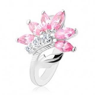 Trblietavý prsteň striebornej farby, ružovo-číry zirkónový kvet, lesklý list - Veľkosť: 48 mm
