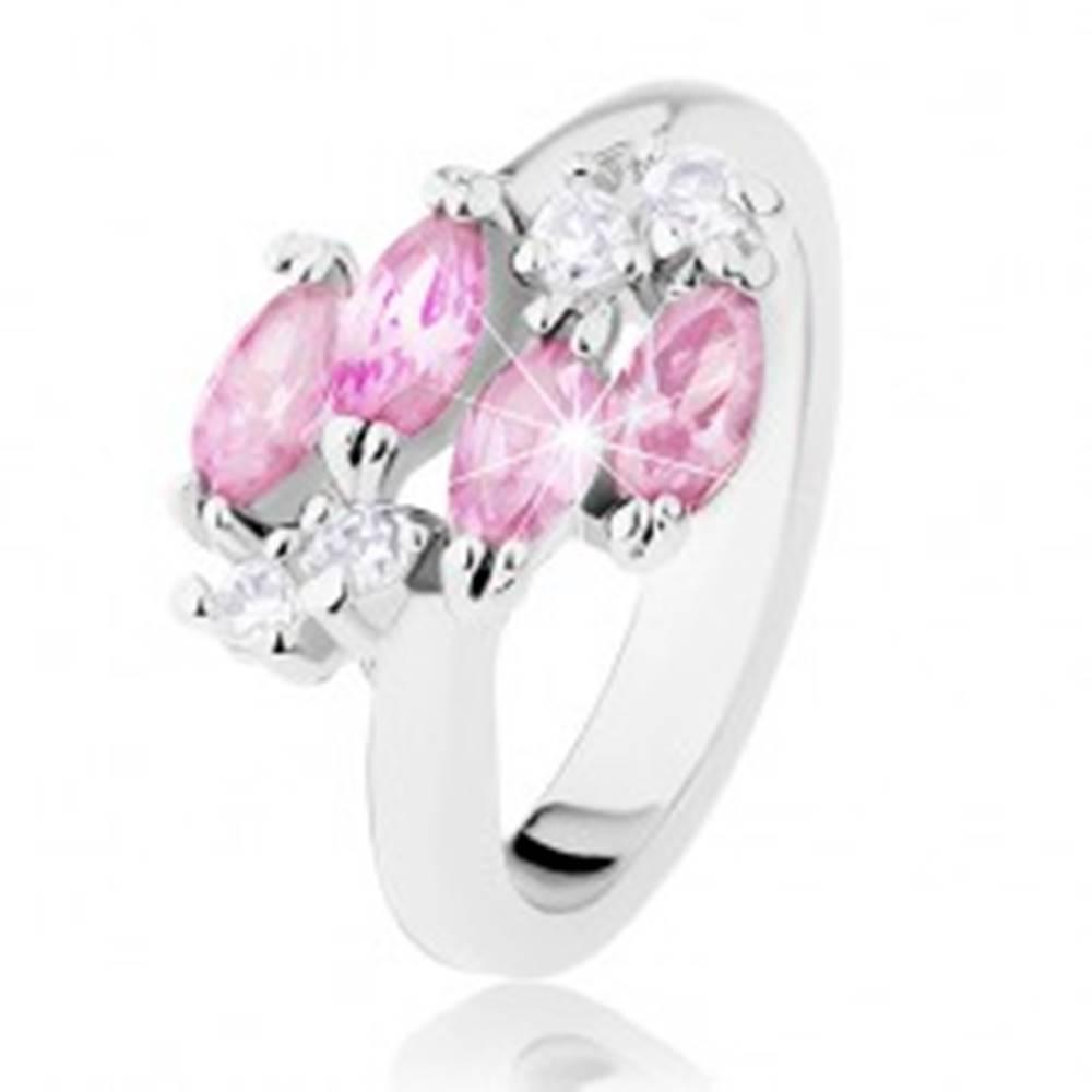 Šperky eshop Lesklý prsteň v striebornej farbe, ružové zirkónové zrnká, číre zirkóniky - Veľkosť: 49 mm