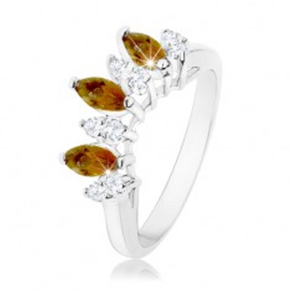 Šperky eshop Ligotavý prsteň striebornej farby, číre a hnedé zirkónové zrnká - Veľkosť: 51 mm