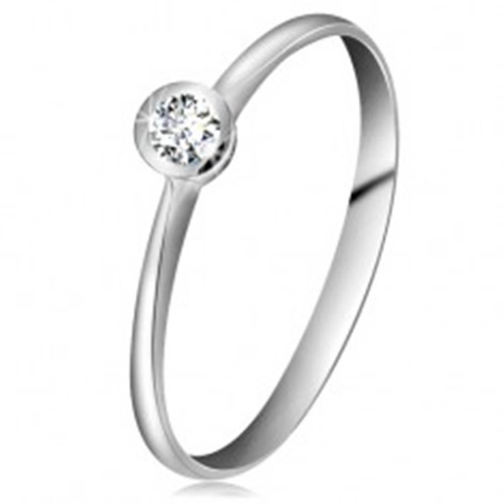 Šperky eshop Prsteň v bielom 14K zlate - číry zirkón v lesklej objímke, zúžené ramená - Veľkosť: 49 mm
