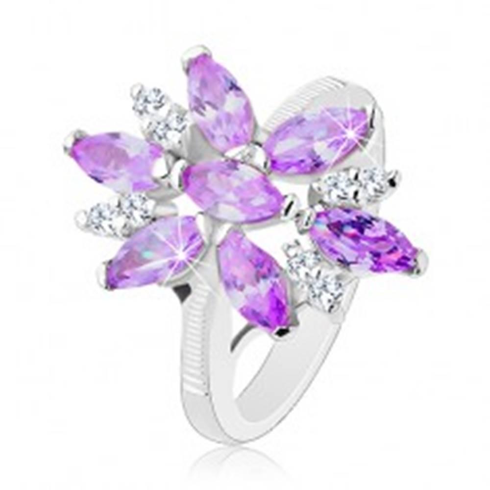 Šperky eshop Prsteň v striebornej farbe, veľký kvet z fialových a čírych zirkónov - Veľkosť: 48 mm