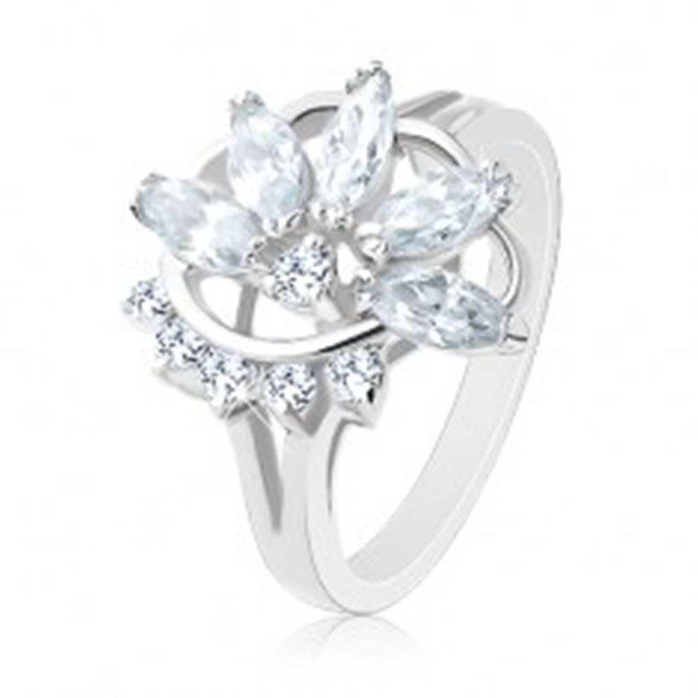 Šperky eshop Prsteň v striebornom odtieni, polovičný zirkónový kvet, oblúk čírych zirkónikov - Veľkosť: 49 mm