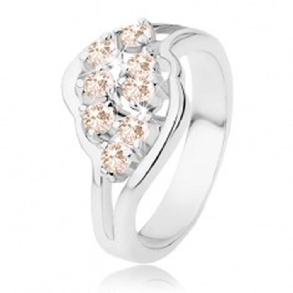Šperky eshop Prsteň v striebornom odtieni, rozdelené ramená, svetlooranžové zirkóny - Veľkosť: 52 mm